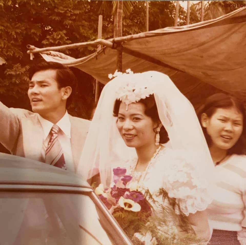 Ella曝光爸媽結婚舊照。圖/擷自Ella臉書