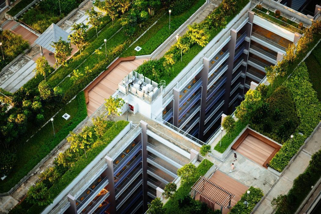 一棟建築物,從設計規劃、施工興建、日常使用、拆除,各個階段都需要去精算二氧化碳的...