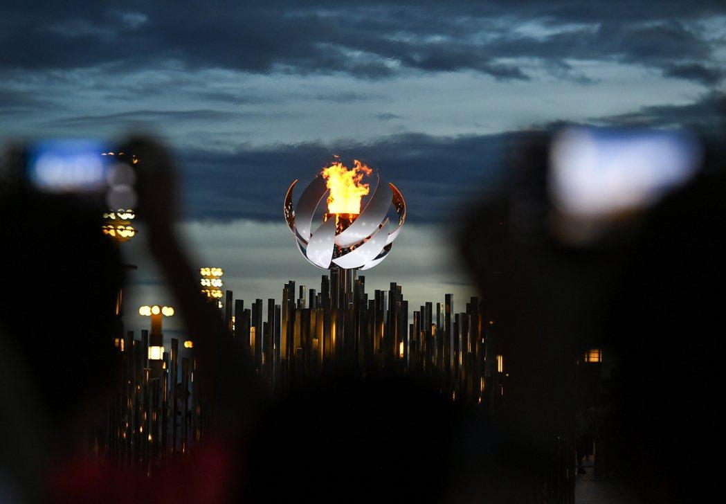 東京奧運這17天酸甜苦辣皆有、混亂而美麗,所締造的世代里程碑與教訓,或許將會傳達給下一代和諧共生的真諦。 圖/新華社