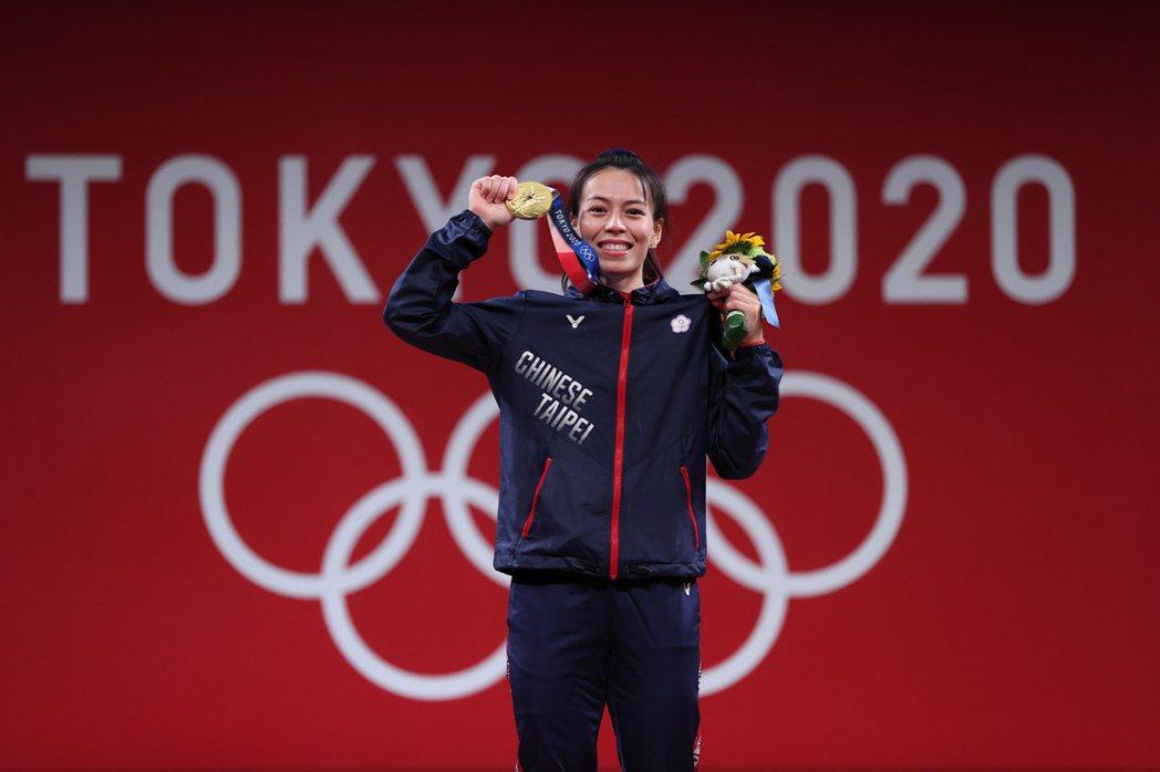 舉重選手郭婞淳在女子59公斤級摘下金牌。 圖/新華社