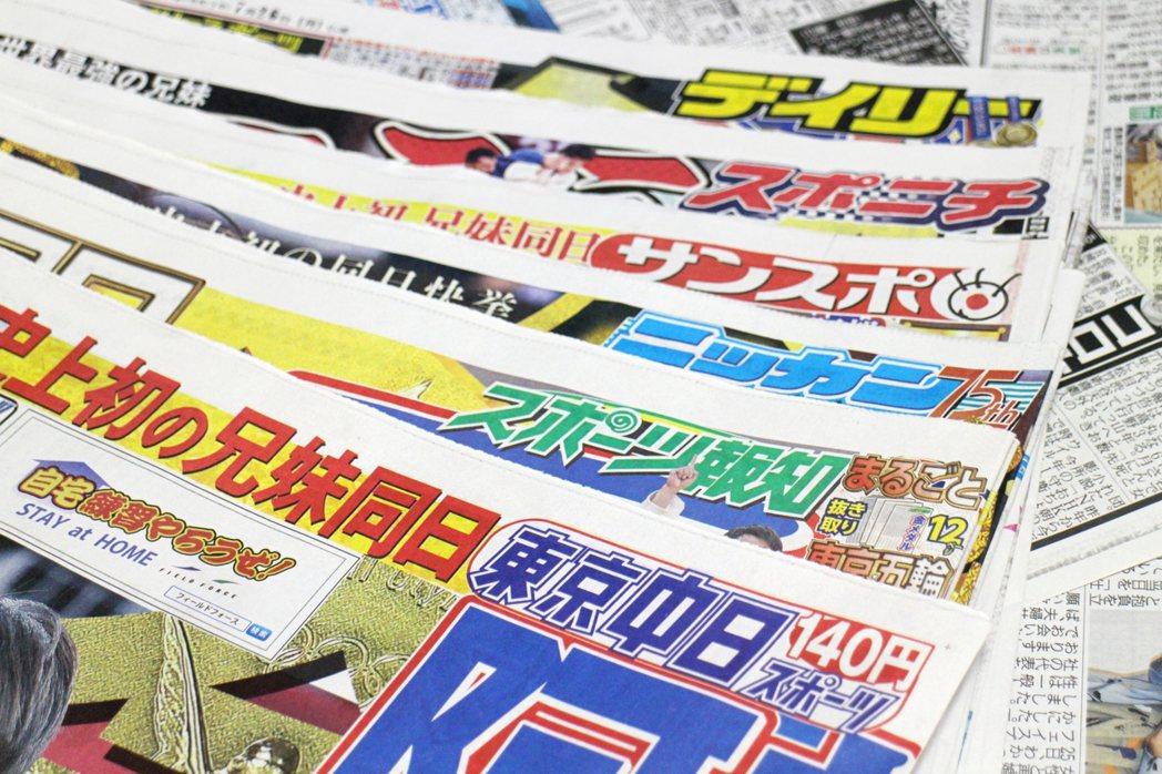 日本體育報用紅、藍、黃、綠鮮豔色彩吸引目光。 圖/陳怡秀提供