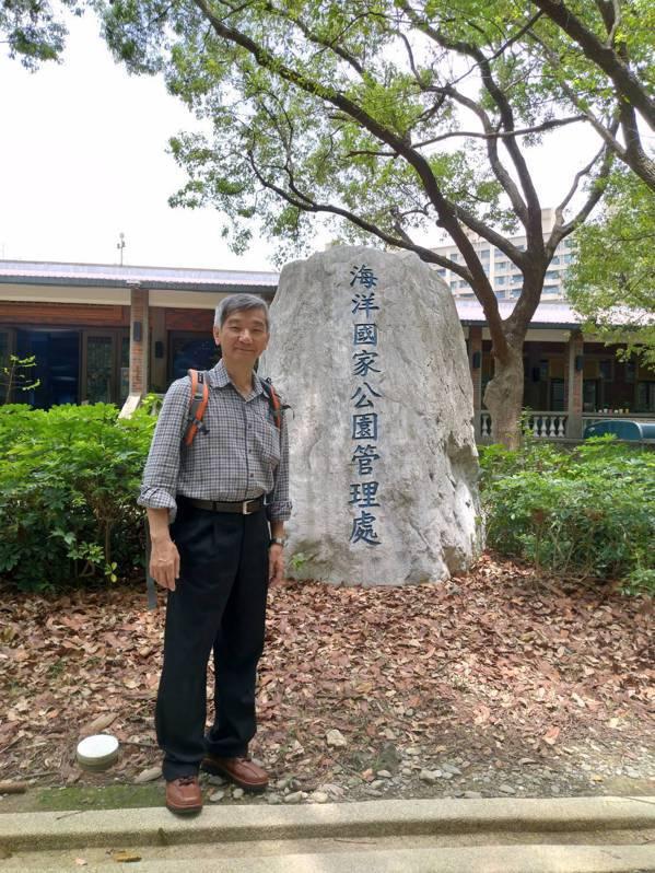 謝藩東出書後退休生活更忙錄,受邀到高雄市海洋國家公園管理處演講。 圖/謝藩東提供