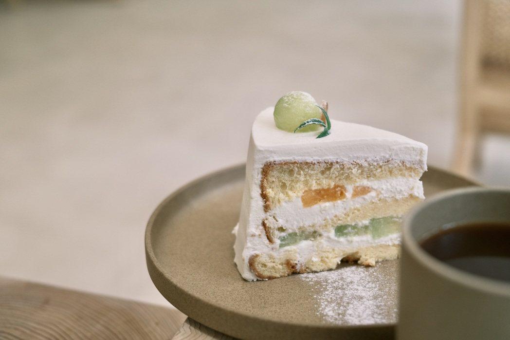 爽口不甜膩的哈密瓜鮮奶油戚風蛋糕。圖/江佩君攝影