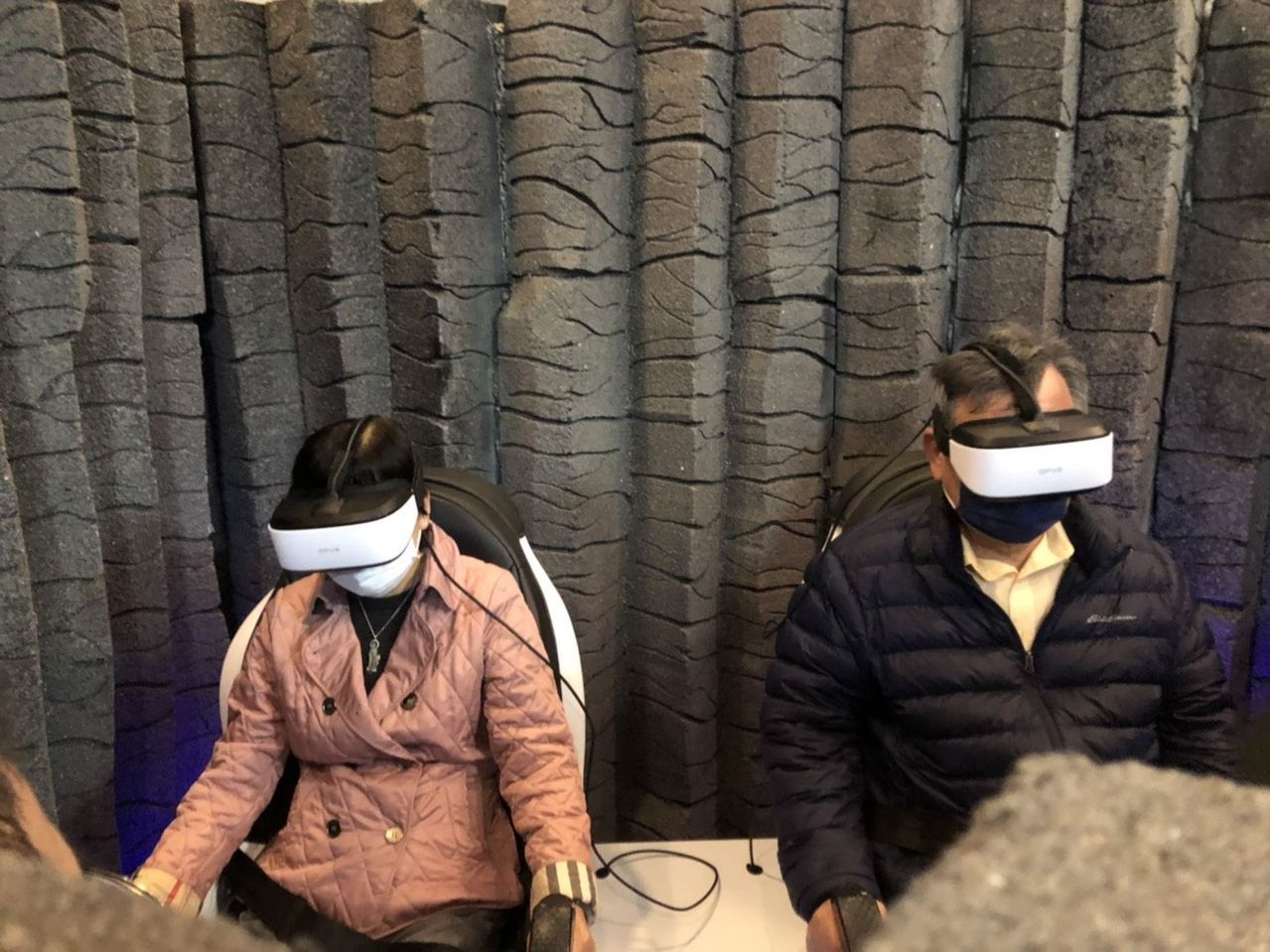 澎湖海洋地質公園中心推出迷你藍洞VR體驗,遊客可免費體驗。 圖/澎湖縣府提供
