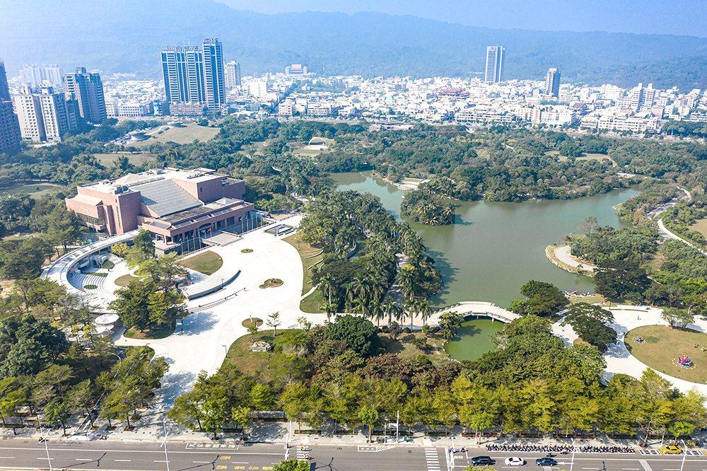 改造後的高美館全園區占地將超過40公頃,結合高美館、高史博、電影館以及自然綠地。...