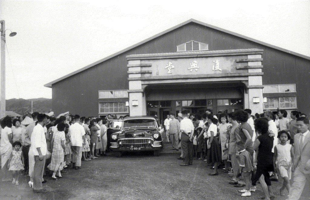 葛樂禮颱風使得婦聯一、二村面臨徹底覆滅而遷村的命運。圖為1957年宋美齡視察婦聯一村軍眷住宅。 圖/聯合報系資料照
