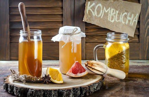 康普茶成分包含:茶、糖、紅茶菌,是一種自然發酵的健康飲品,可幫助消化和促進新陳代...