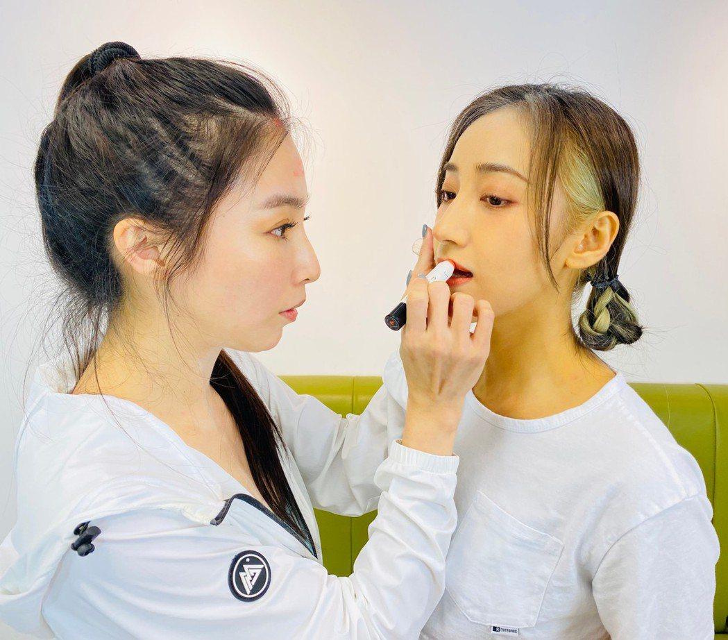 張家瑋(左)、夏宇禾私下感情好。圖/民視提供