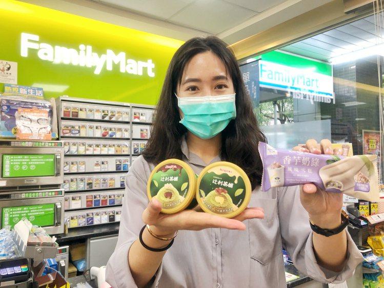 全家便利商店與名店合作,將大眾愛吃的甜點入料,8月11日起推出6款甜點系冰品。圖...