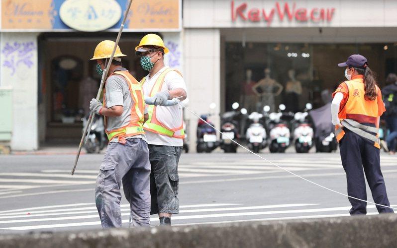 職業工會是給無固定雇主勞工或為自營作業者投保,但不少人離開職場後為了可以領勞保老年給付,多半會到職業工會繼續投保。圖/聯合報系資料照片