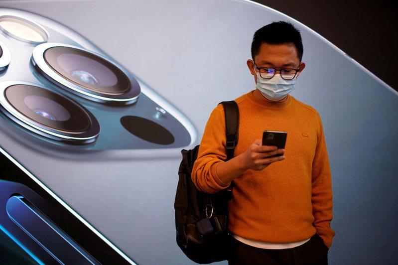 消息人士透露,蘋果下一代iPhone將採用幾項相機和錄影新功能,盼藉此推動升級潮。 路透