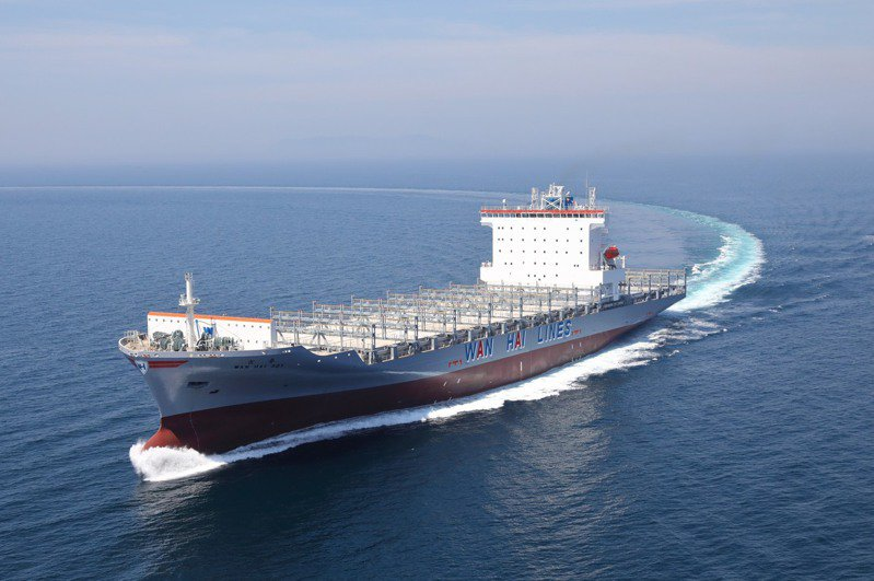 萬海昨日股東會,示警全球貨櫃船舶閒置率探至0.7%,創史上新低紀錄。圖為萬海貨櫃輪。(本報系資料庫)