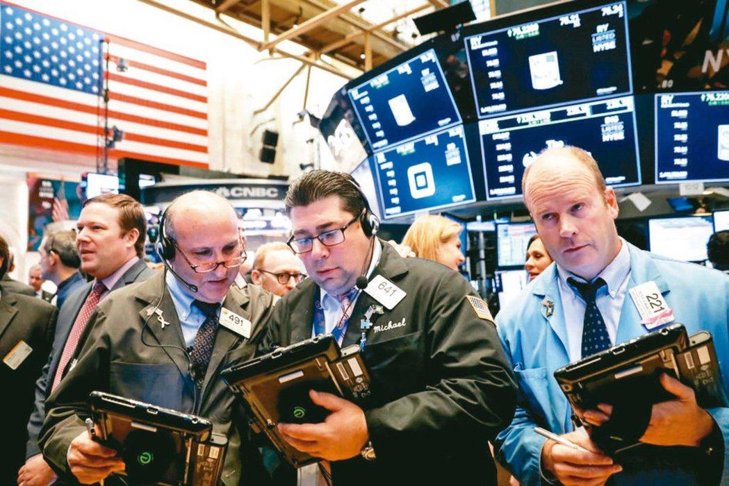 法人評估Fed可能縮減量化寬鬆,建議投資人在資產配置中增加投資等級債比重,因應市...