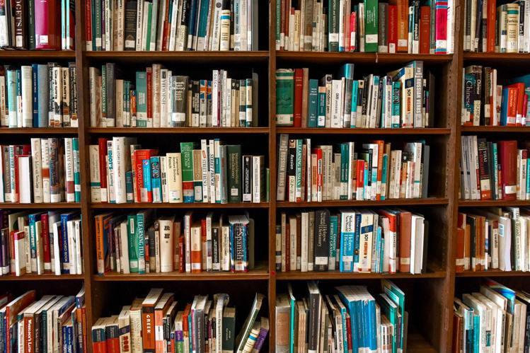 開放式的書櫃,使用上要多考慮。圖/摘自Pelexs