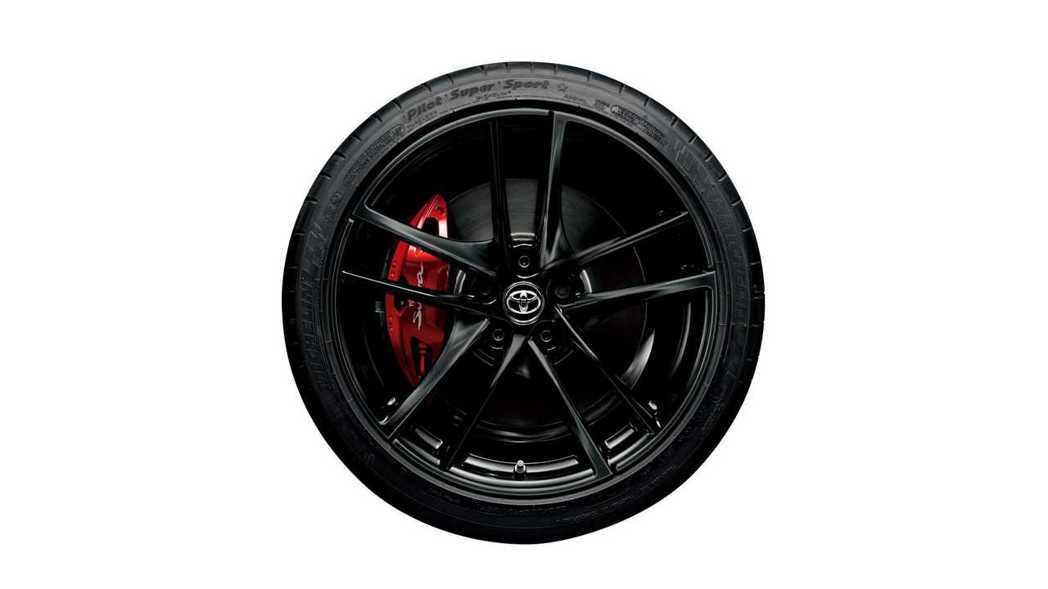 所有車型都標配了19吋消光黑鍛造鋁圈。 摘自Toyota