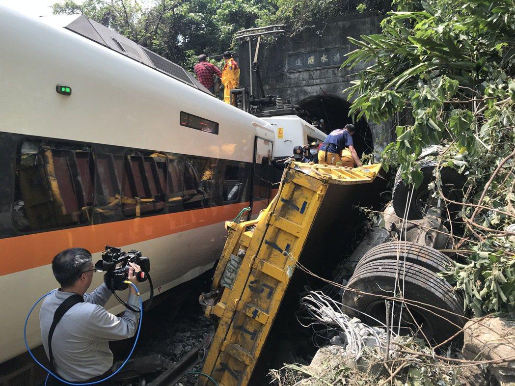 台鐵408列次太魯閣號今年4月2日在花蓮秀林鄉清水隧道前發生撞車出軌意外,造成4...