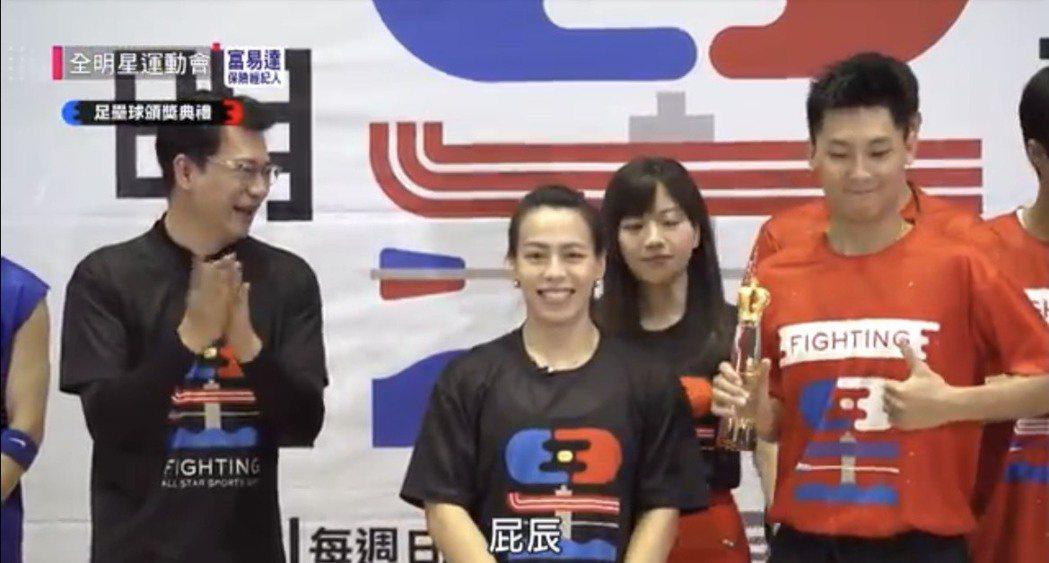郭婞淳(中)過去上過節目。圖/截自YouTube