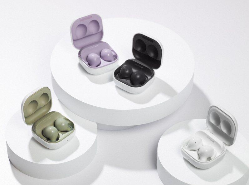 Samsung Galaxy Buds2真無線藍牙耳機推出石墨黑、幻影白、橄欖綠、薰衣紫等4色。圖/三星提供