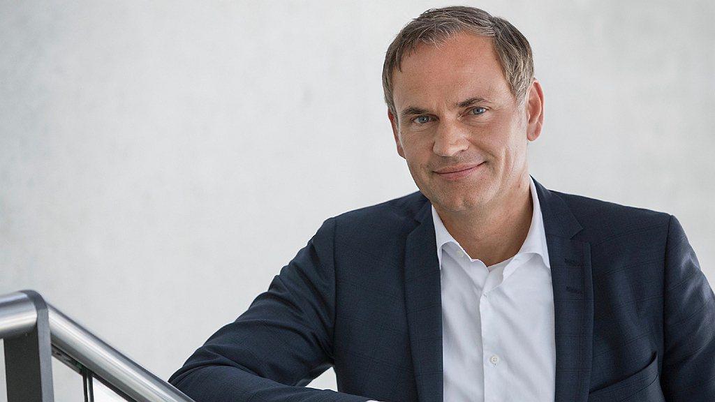 保時捷全球執行董事會主席Oliver Blume:「此一成長證明了保時捷的經營方...