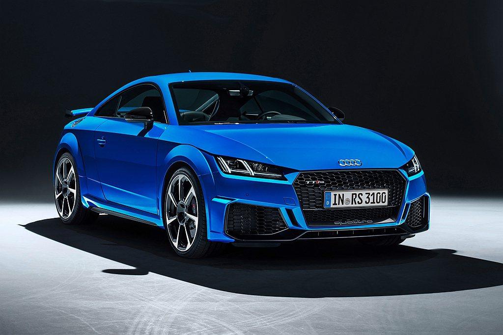 Audi TT RS標配RS專屬鋁合金風格空力套件的車身外觀,Matrix矩陣式...