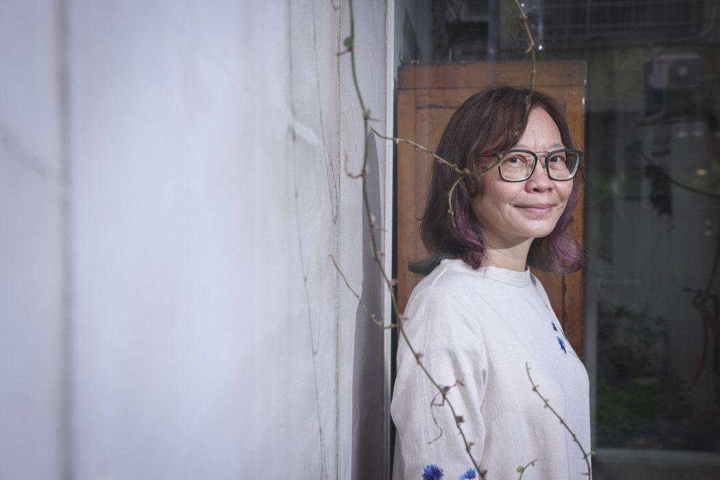 淦克萍將喜歡的寫作、畫畫和手作灌注到設計中。記者王聰賢/攝影