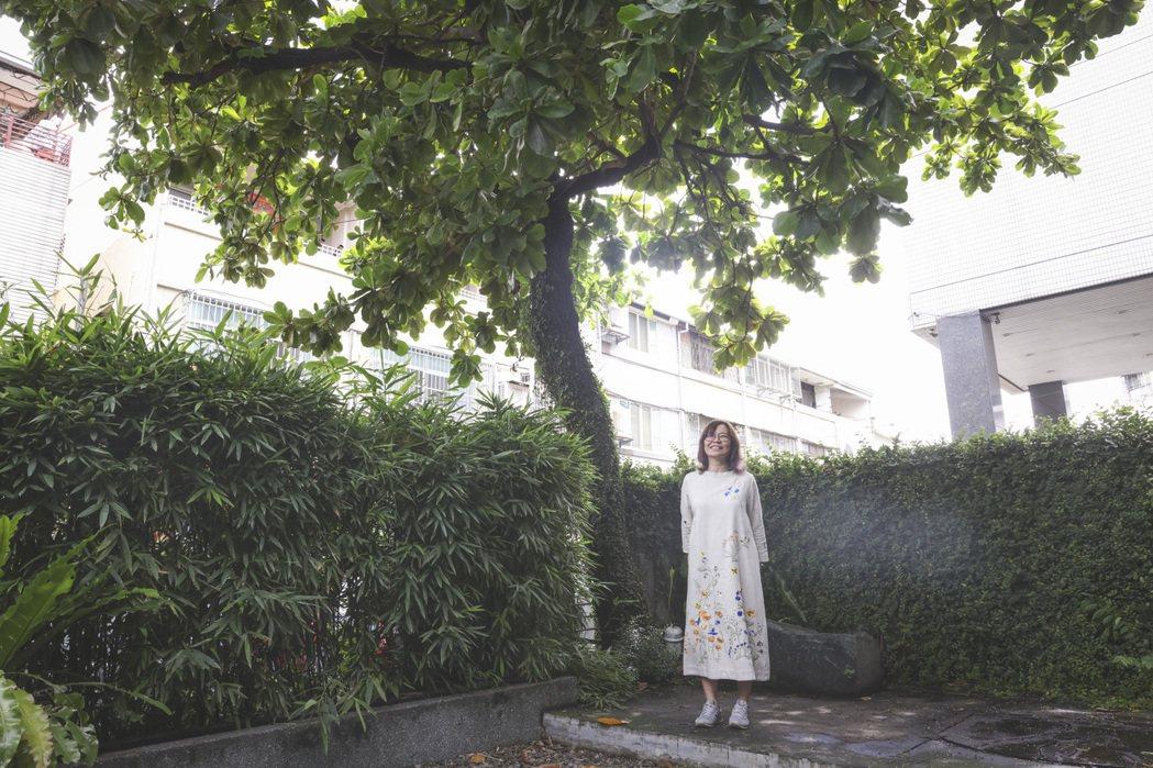 淦克萍為自然播下設計的種籽。記者王聰賢/攝影