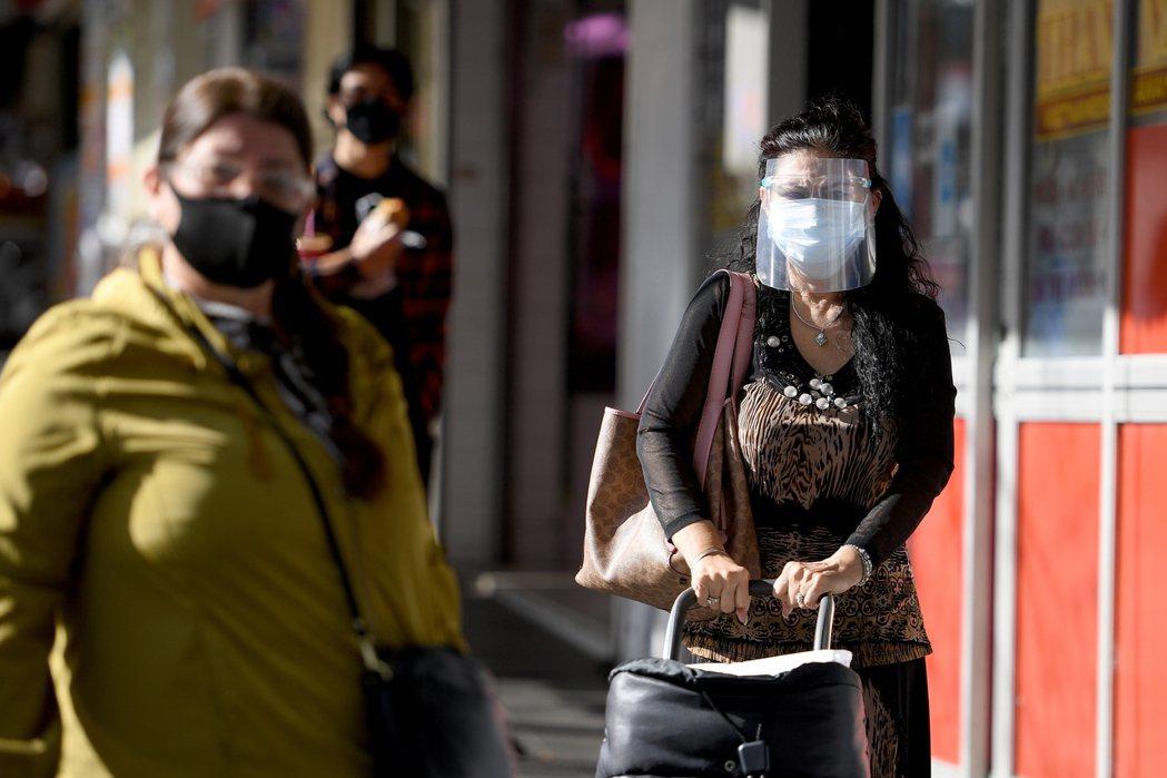 隨著疫情升溫、各地進入封鎖,對新南威爾士的不滿逐漸沸騰。 圖/歐新社