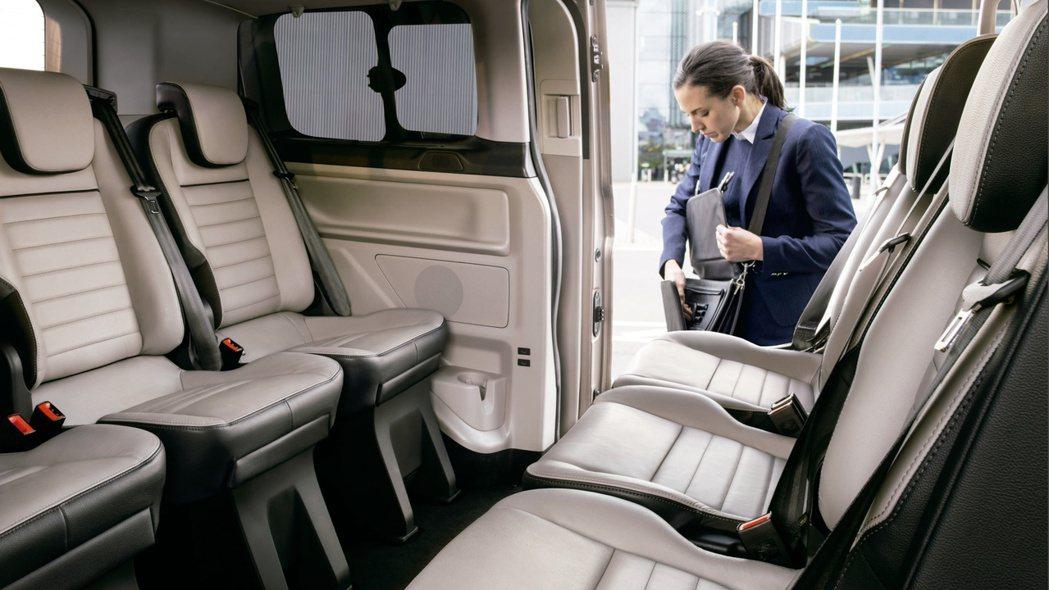 Ford Tourneo Custom福特旅行家彈性座椅設計提供多達約32種的變...