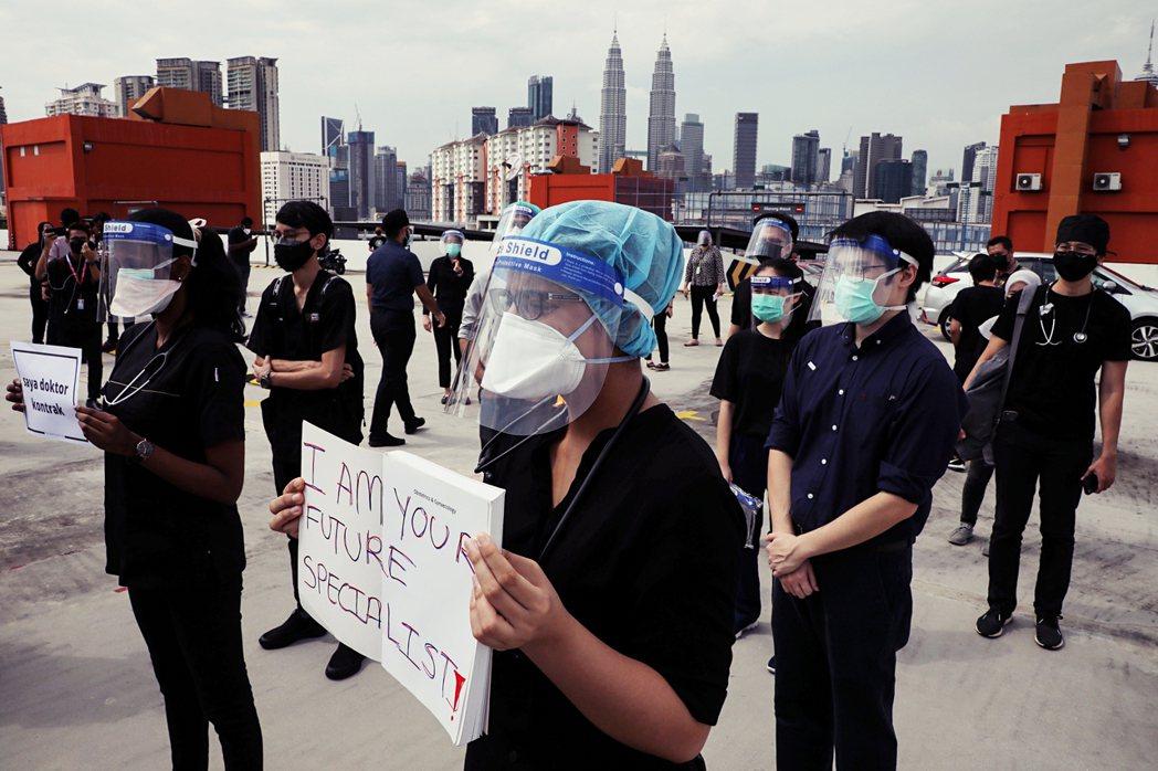 「我是你未來的專科醫生!」本次合約醫生罷工所爭取的重要訴求之一,就是讓他們與正職...