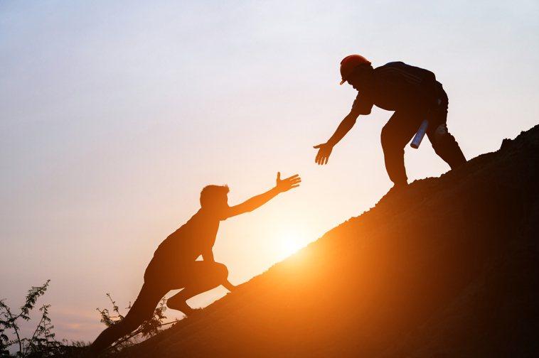 建立溫暖和諧的相處氣氛及工作環境,幫助思覺失調患者增加自我認同,提升治療效果。圖...