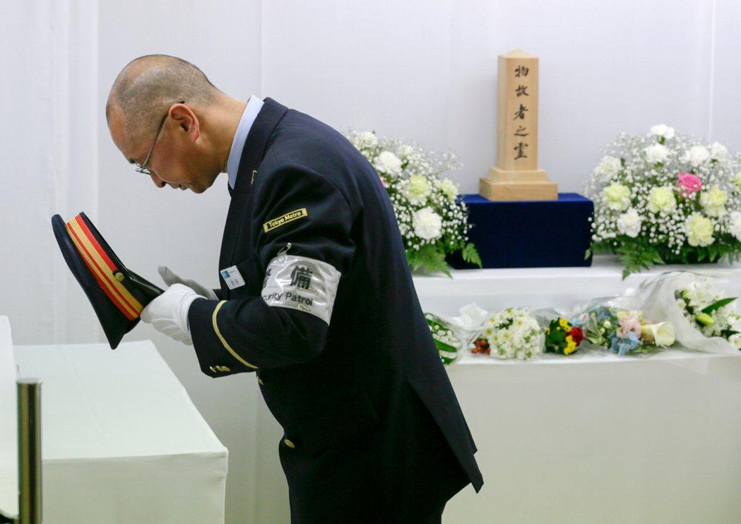 為何會發生這樣的悲劇?又一個新興宗教為何會犯下如此可怕的恐怖攻擊?對於許多受害者...