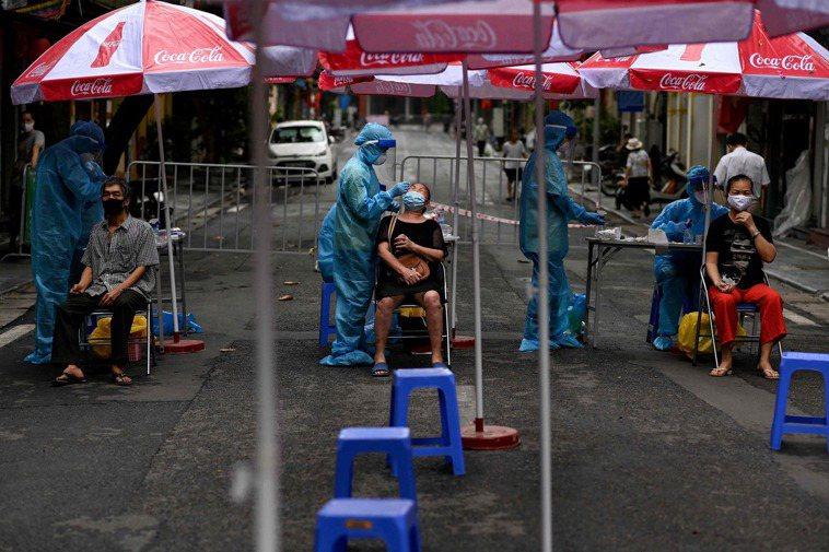越南疫情轉趨嚴峻,目前已有4名台商染疫死亡。 法新社