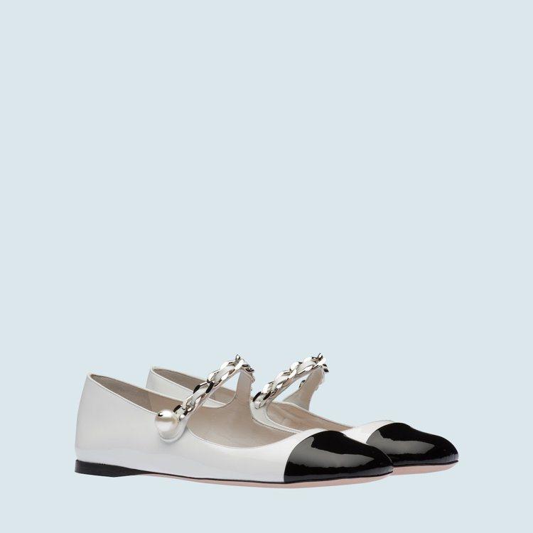 漆皮芭蕾舞鞋,29,000元。圖/摘自MIU MIU官網