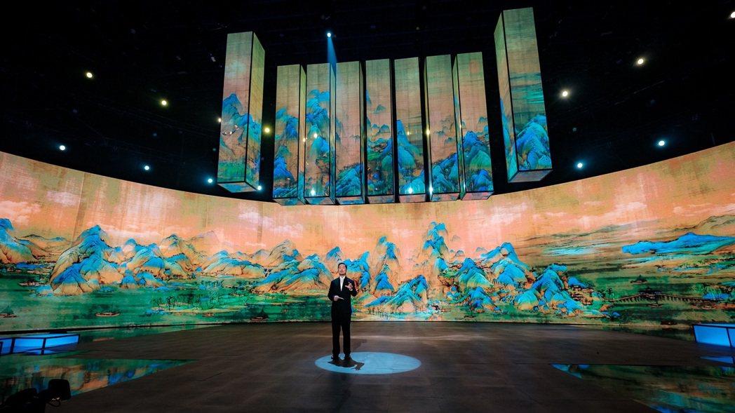 「國家寶藏」將「千里江山圖」利用LED巨型環幕投影呈現。圖/中視提供