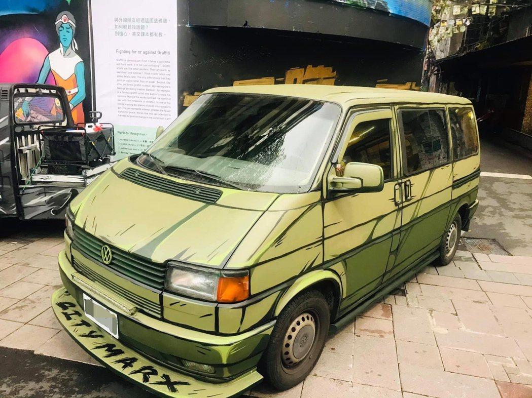 傅星翰的2D彩繪,賦予老車新生命。 圖/星奇三創意提供