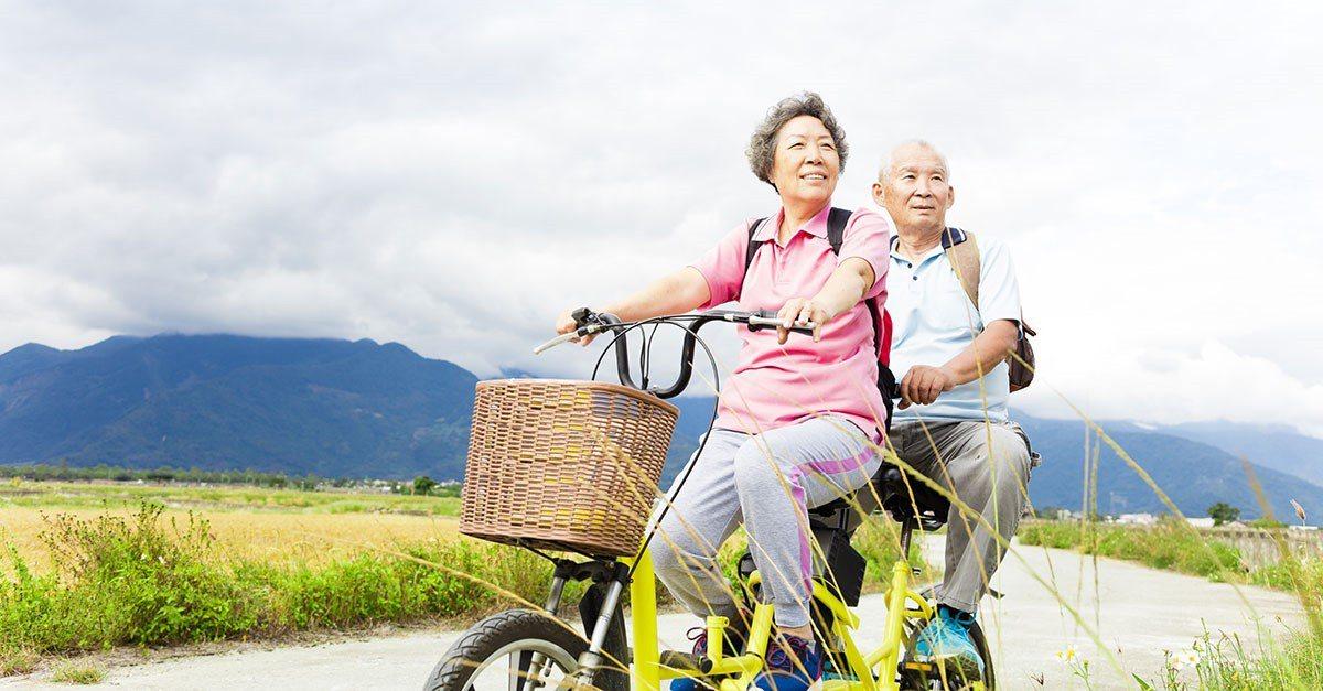 長輩到了一定年紀,體力下降,建議諮詢醫師適當補充營養品。 圖/shutterst...