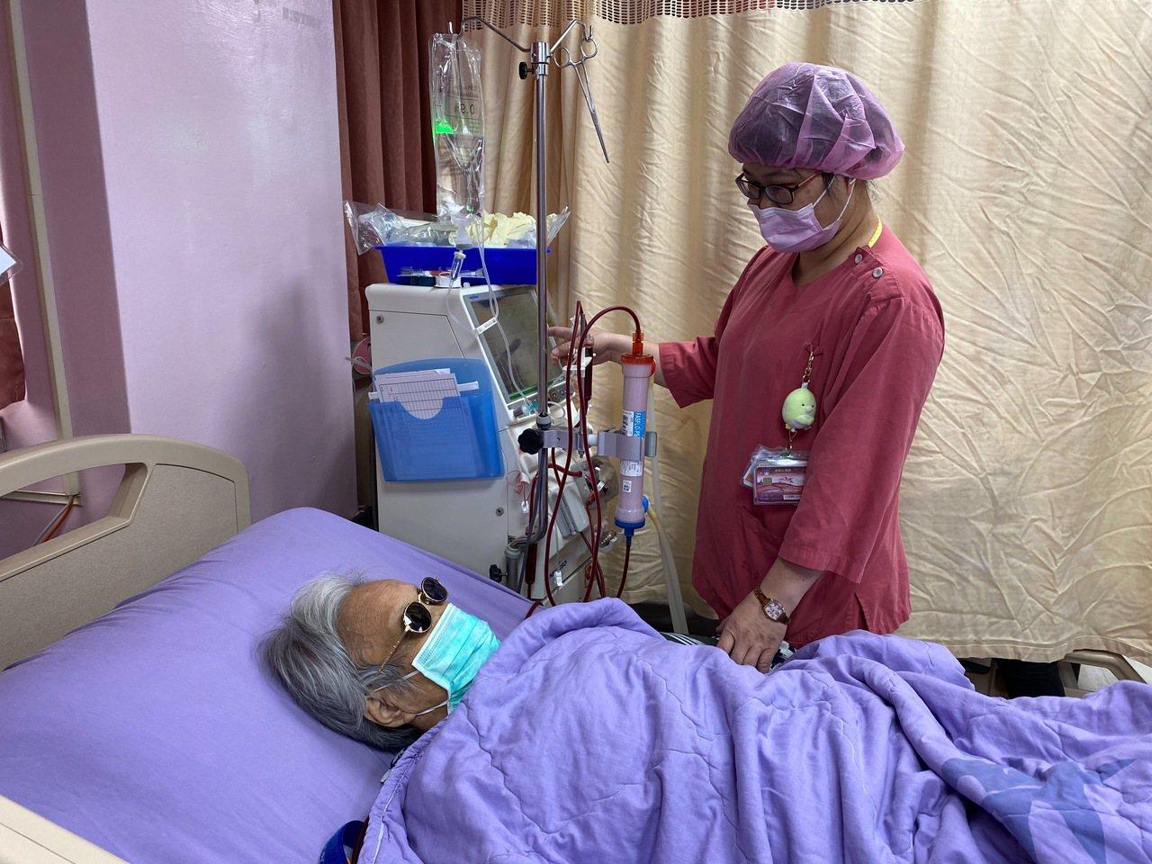 洗腎患者要多留意飲食習慣與生活作息,避免造成血管太大壓力,引發腦中風。 圖/台北...