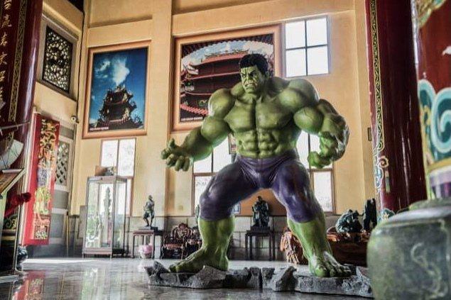 龍崎文橫殿有鋼鐵人、綠巨人浩克等漫威英雄大型人偶。 圖/周宗禎 攝影
