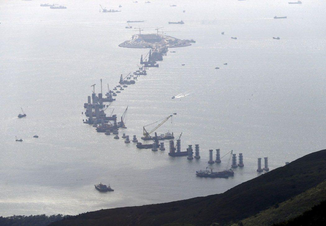 2017年時施工中的港珠澳大橋。 圖/路透社