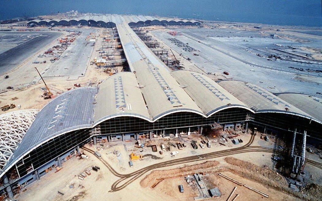 1997年當時還在興建中的赤鱲角機場。 圖/法新社