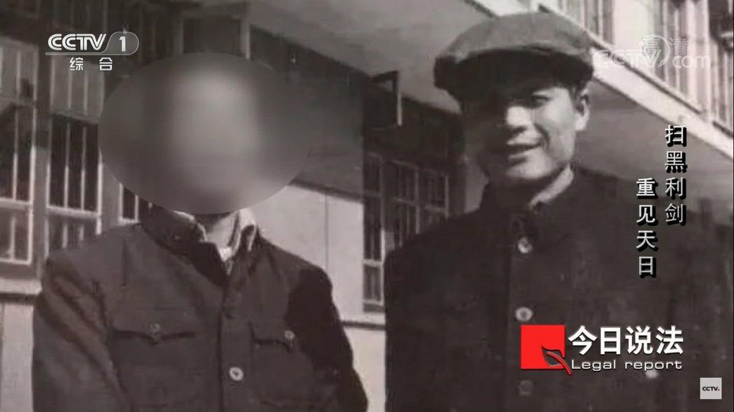 消失多年的鄧世平(右),在2019年被發現原來是遭人殺害後,屍體被埋入學校操場,...