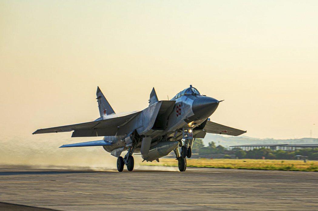 可由戰機或轟炸機從空中發射的匕首(Kinzhal)極音速飛彈,射程約兩千公里。 圖/美聯社