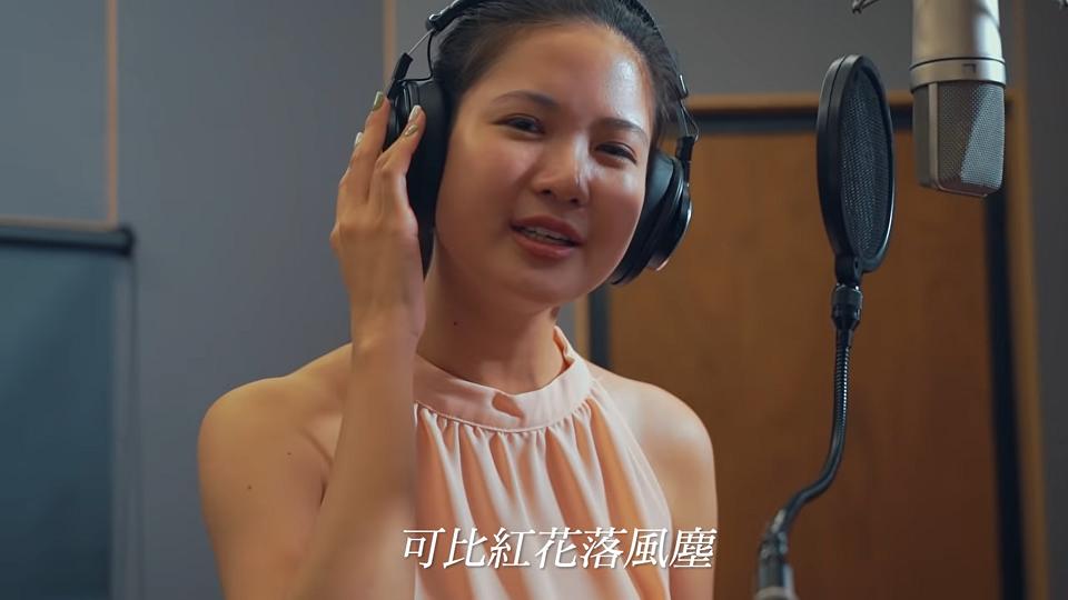 486先生形容林亮君為被政治耽誤的歌手。