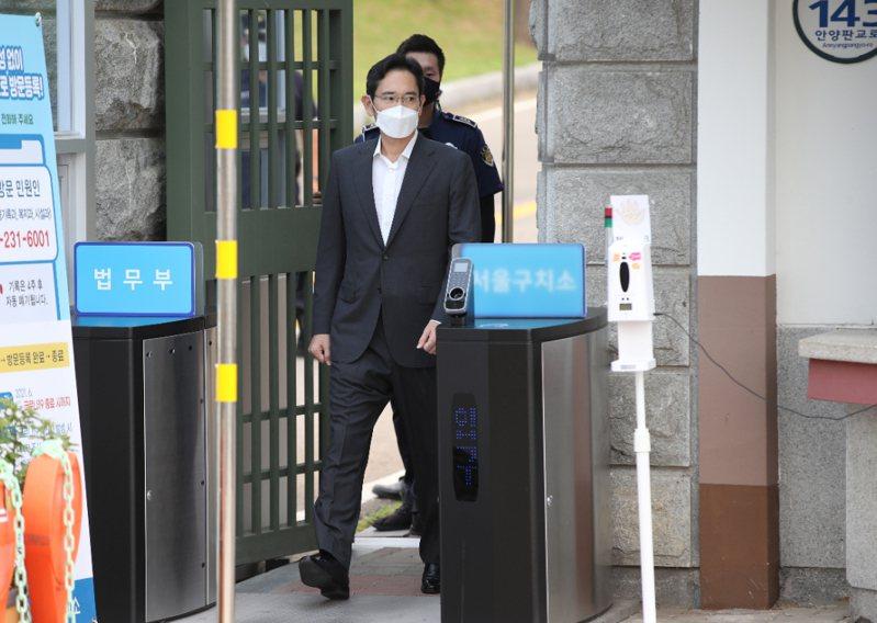 韓國三星電子副會長李在鎔今假釋出獄。路透