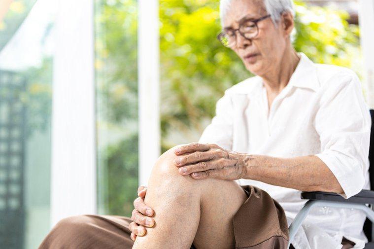國內神經再生醫療新進展,將開始針對退化性關節炎、脊髓損傷收案治療。圖╱123RF
