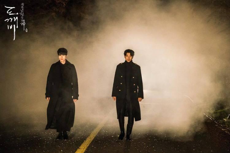 孔劉和李棟旭在《孤單又燦爛的神-鬼怪》中的BL情節相當成功,兩人搭救金高銀、買蔥...