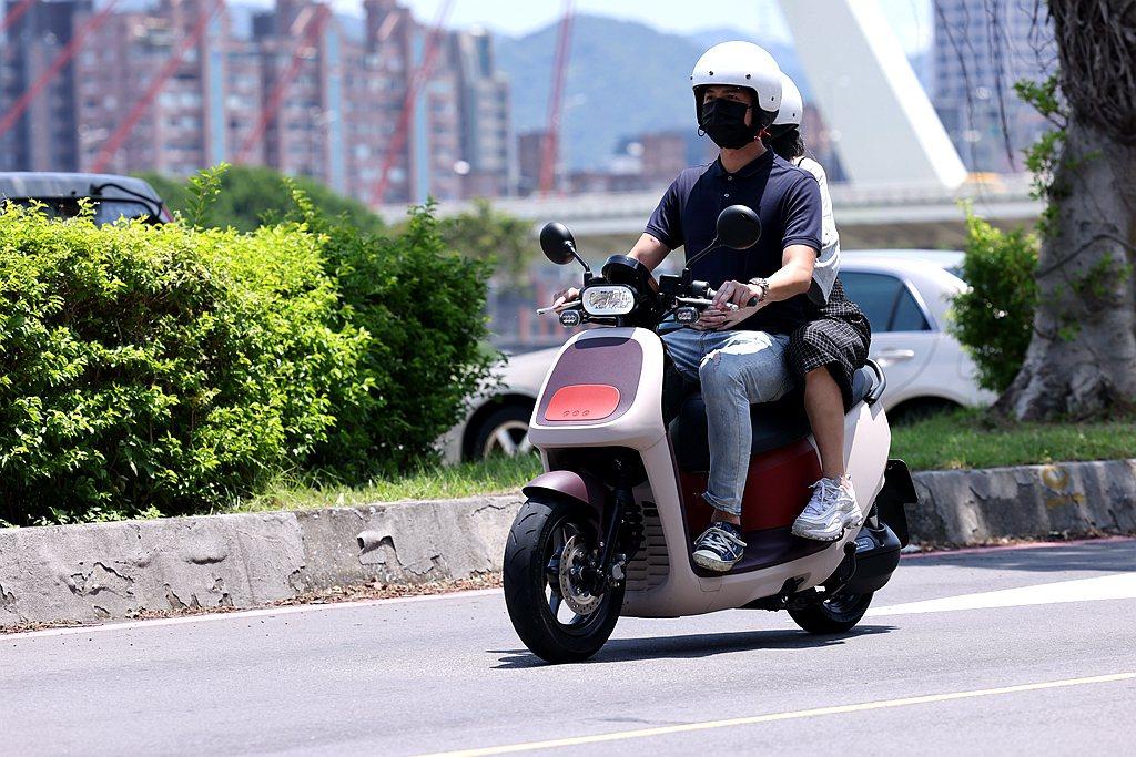 Gogoro VIVA XL開啟性能提升模式(Sport)後,前段加速表現確實有...
