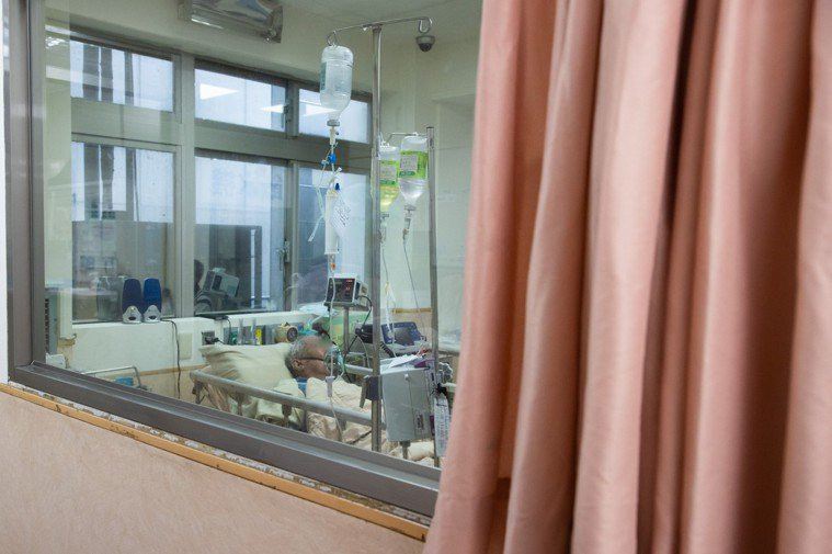 新冠確診者肺部遭病毒攻擊,大多需要氧氣治療。示意圖,非新聞當事人。記者季相儒/攝...