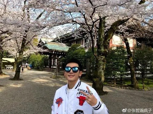 大陸藝人張哲瀚近日遭人踢爆曾前往日本靖國神社,演藝事業因此遭受重創。(取自微博)