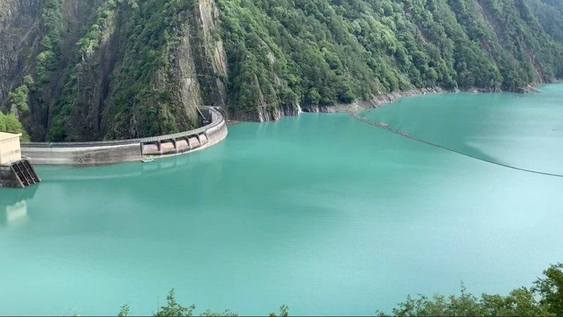 德基水庫8月12日已經開始發電,今日水位上升幅度不大。圖/民眾提供